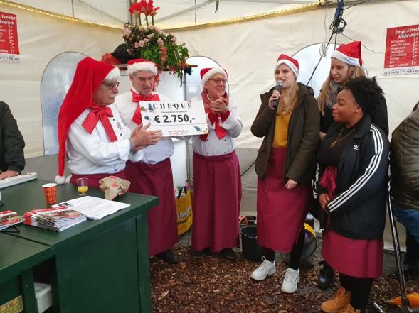 Studenten HAN steunen 'Geef Frans met een kerstpakket de kans!'