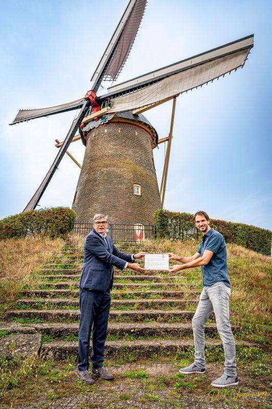 Molenaar Jeroen van de Water ontvangt Monumentenprijs