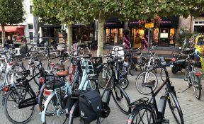 Geparkeerde fietsen op de Markt en in de Kromme Elleboog worden verwijderd - Wijchen=
