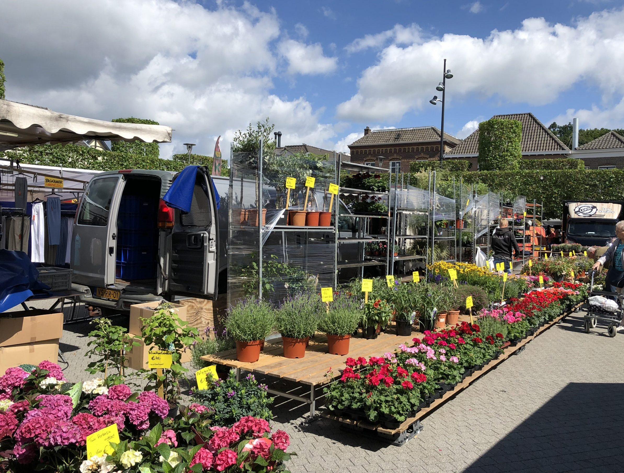 Openingstijden Hemelvaart + warenmarkt.