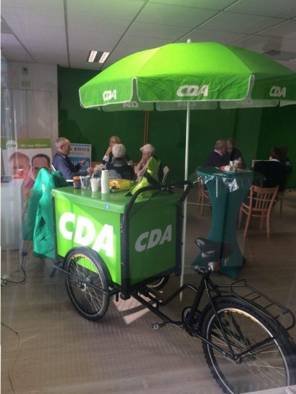 Gezellig bridgen in de CDA-campagnewinkel